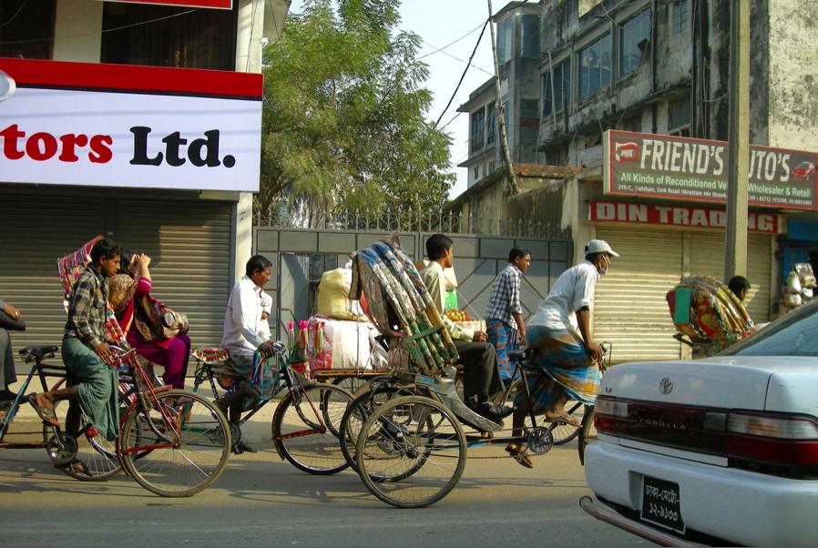 A typical street scene in Dhaka, Bangladesh